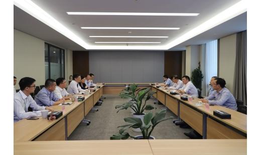 集团公司董事长李抱一行莅临宁波开投蓝城考