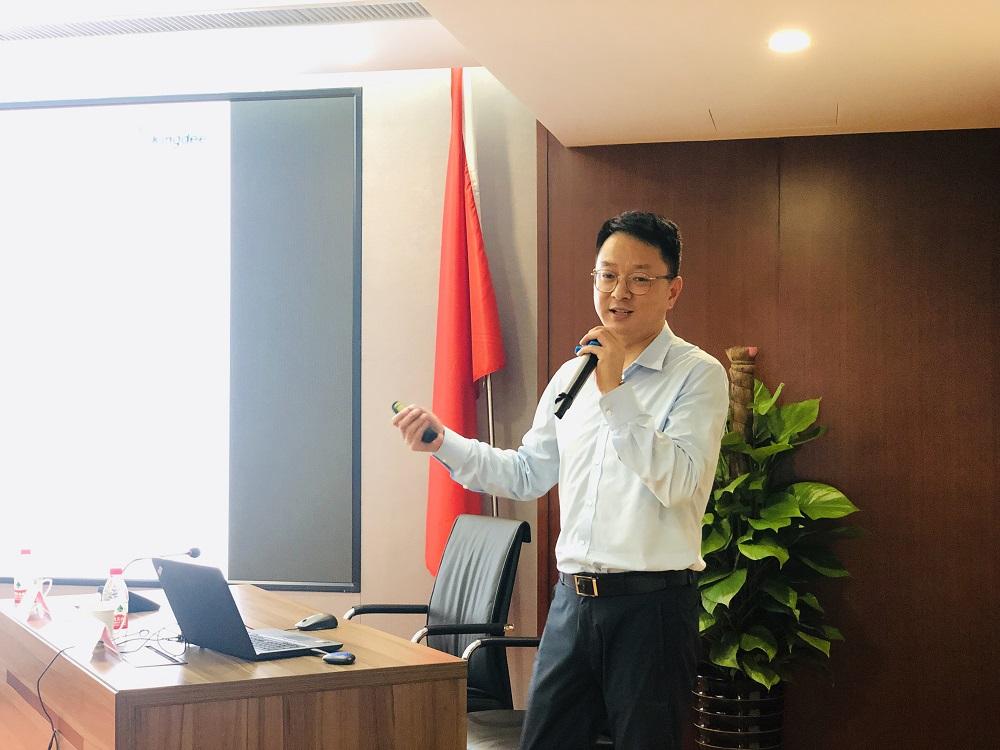 讲座由集团公司副总经理朱建洪主持.